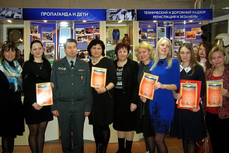 Наградами и особым вниманием была отмечена книга «В центре движения», в создании которой принимала участие Елена Стельмах